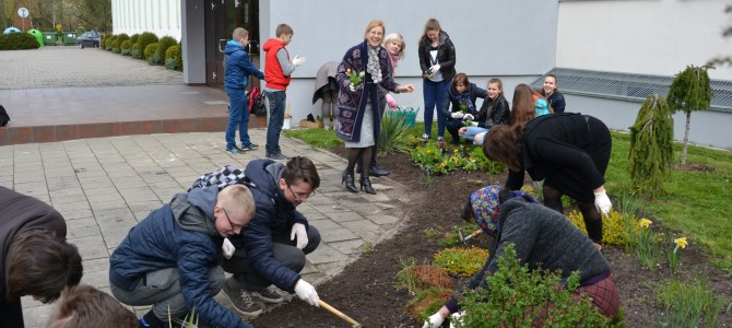Alytaus Panemunės pagrindinėje mokykloje bendruomeniškumo akcija pasibaigė Žemės dienai skirtas mėnuo