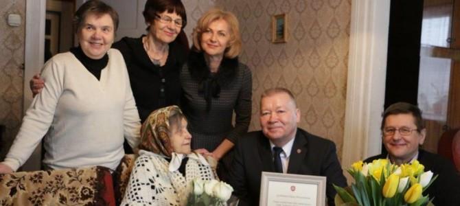 Raudonojo Kryžiaus savanorei – 100 metų