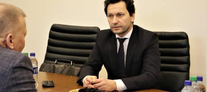 Alytaus miesto mero Vytautas Grigaravičius susitiko su Seimo nariu Robertu Šarknicku