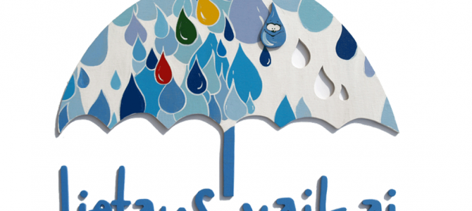 Lietuvos autizmo asociacijos simbolis – mėlynasis skėtis – nušvis ant Alytaus Rotušės