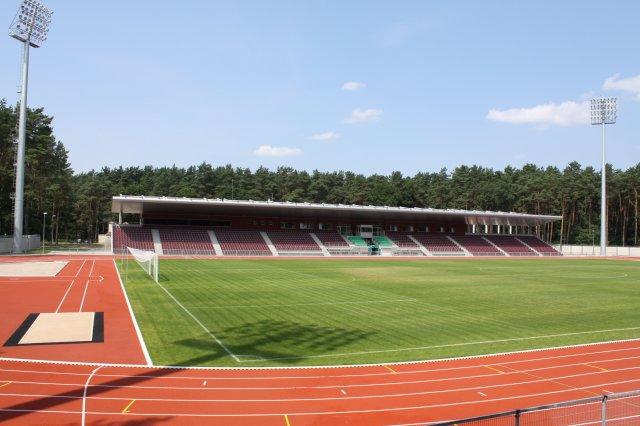 alytaus_stadionas_2010_liepa