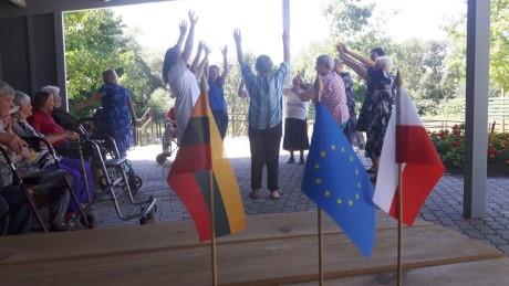 Karštą vasaros dieną senjorai judėjo šokio ritmu (2)