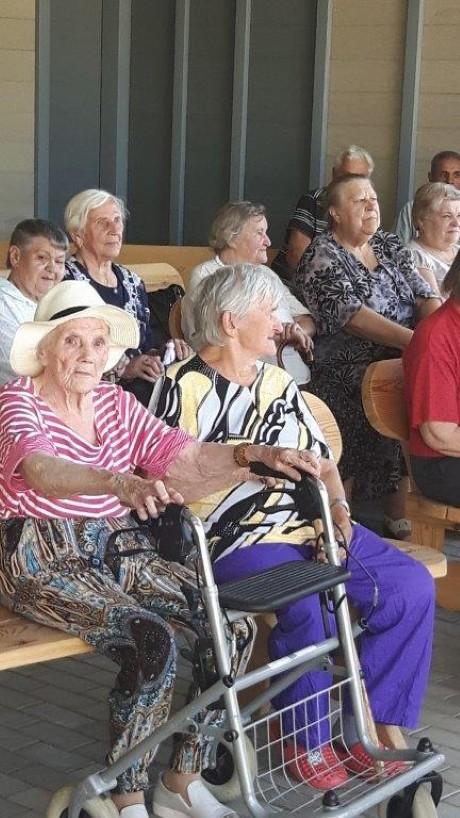 Karštą vasaros dieną senjorai judėjo šokio ritmu (5)