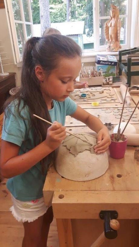Kviečiame socialinę atskirtį patiriančius vaikus į keramikos pamokas (4)