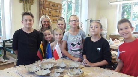 Kviečiame socialinę atskirtį patiriančius vaikus į keramikos pamokas (5)