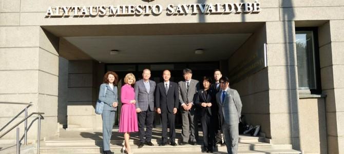 Hiratsukos (Japonija) delegacija Alytuje