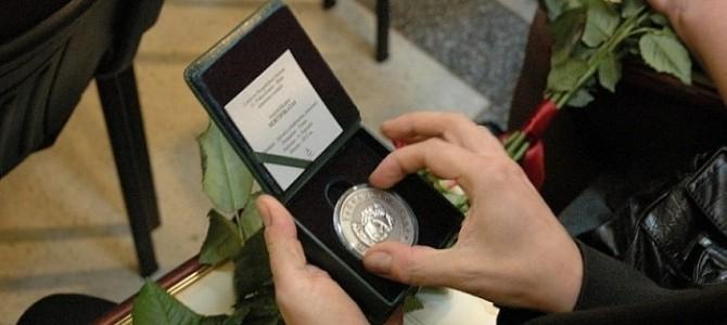 """Teikime pasiūlymus dėl apdovanojimo G. Petkevičaitės-Bitės atminimo medaliu """"Tarnaukite Lietuvai"""""""