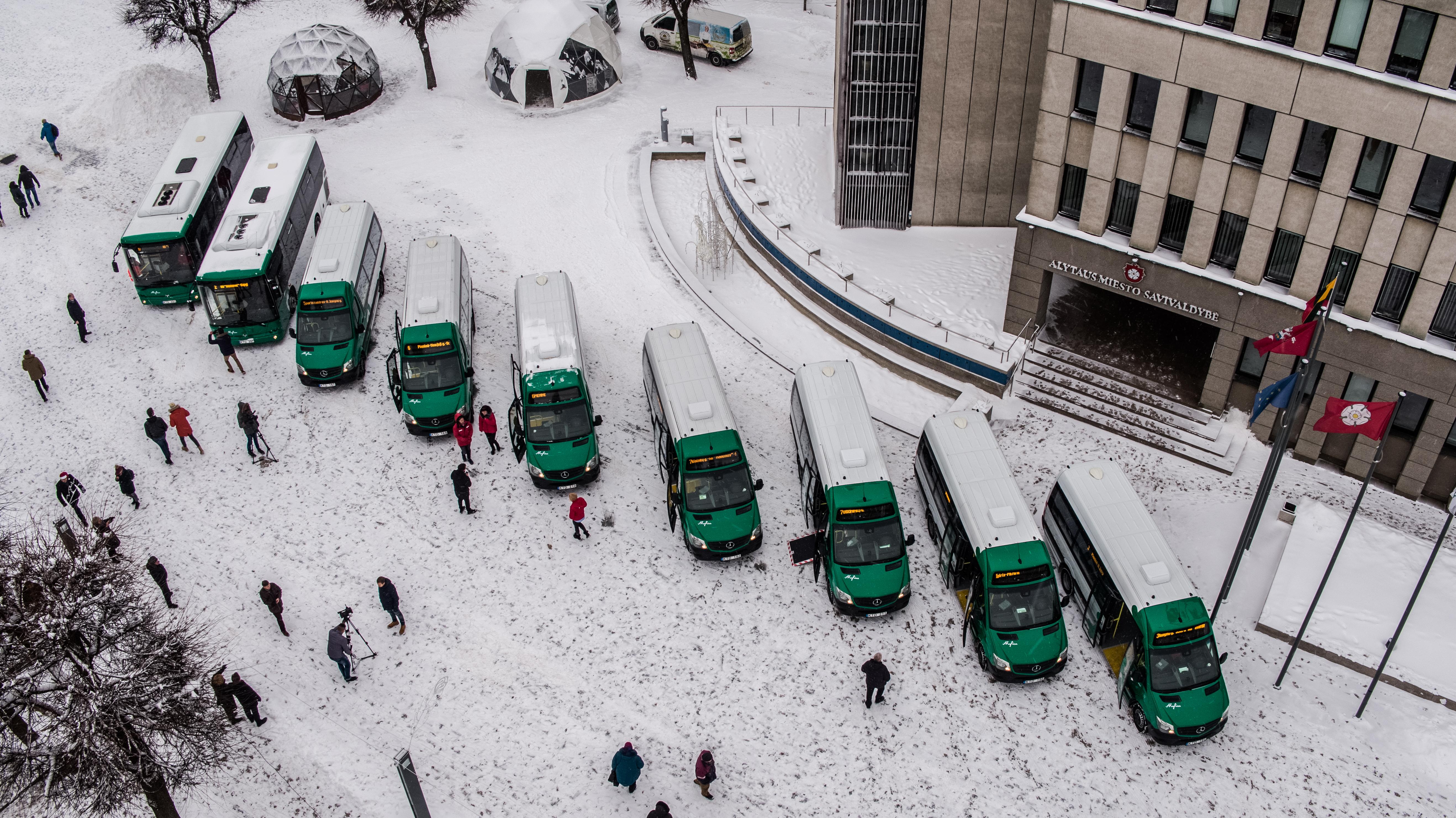 Autobusiukai (AMS nuotr.)