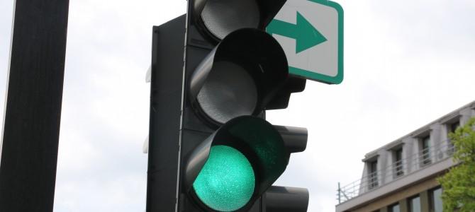 Svarbūs pokyčiai kelyje – nuo lapkričio 1 d. naikinamos papildomos šviesoforų žaliosios rodyklės