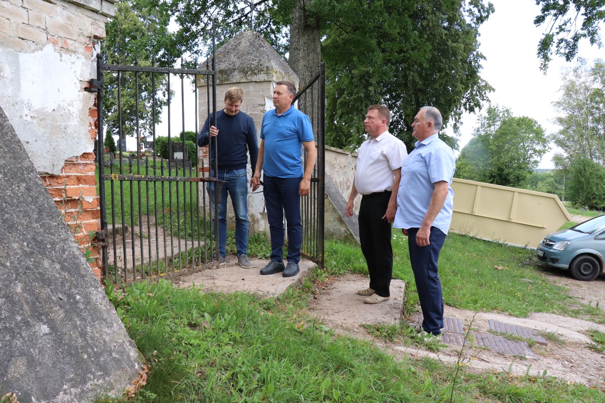 1.Punios tvoros būklę rajono meras Algirdas Vrubliauskas apžiūrėjo iš ka...