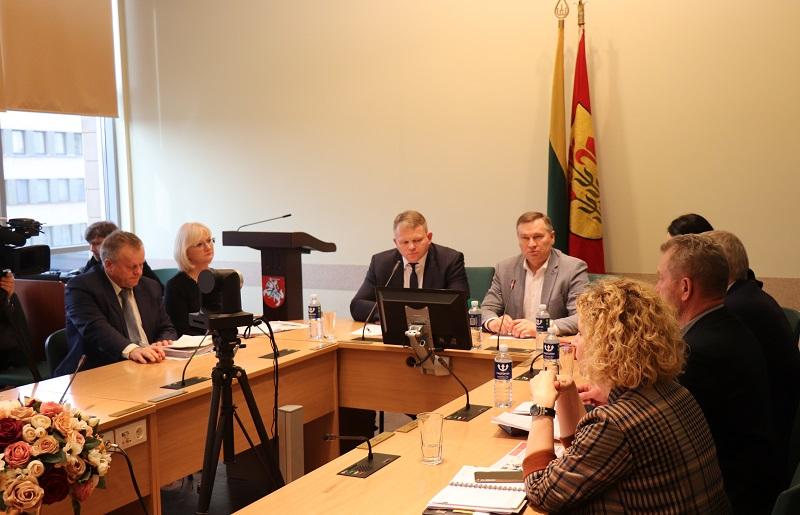 Alytaus rajono meras A. Vrubliauskas, žemės ūkio ministras A. Palionis susitiko su ūkininkais spręsti, ką daryti su užterštais ūkiais