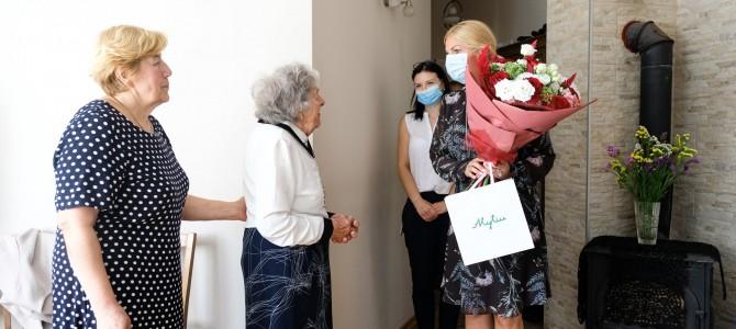 Gėlės šimtametei